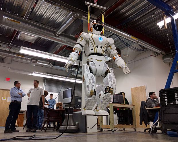 First Bipedal Humanoid Robot